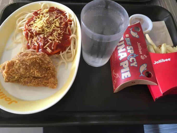 東京・蒲田のフィリピン料理レストラン、シンディーズレストランでジョリビー風チキンとスパゲティ ジョリビー見本