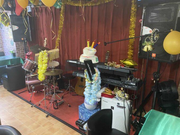 東京・上野のフィリピン料理・レストラン POGI 楽器