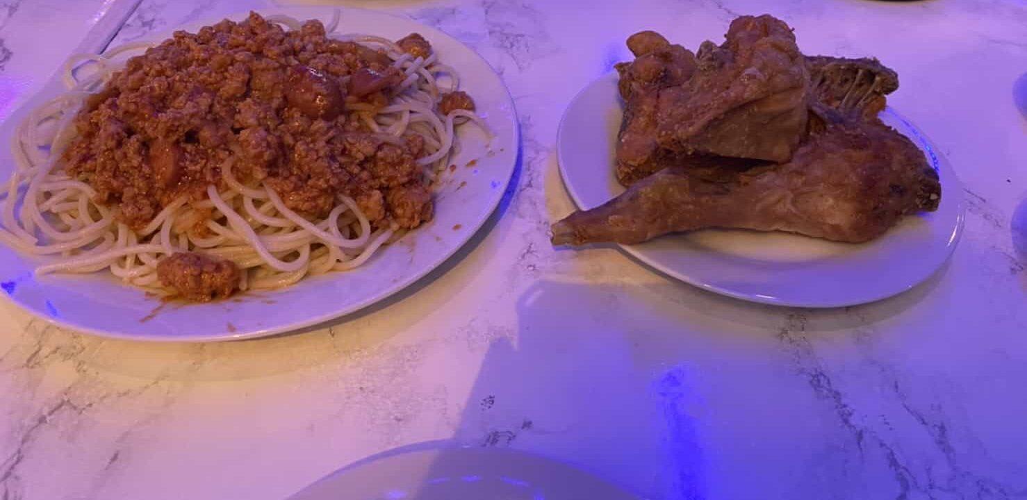 東京・蒲田のフィリピン料理レストラン、シンディーズレストランでジョリビー風チキンとスパゲティ パスタ&チキン1