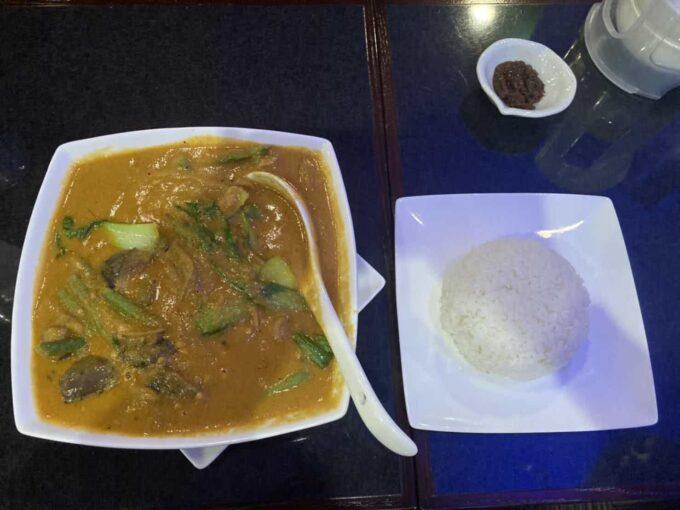 東京・小岩のフィリピンレストラン LUTONG PINOY(ルートンピノイ)カレカレの量