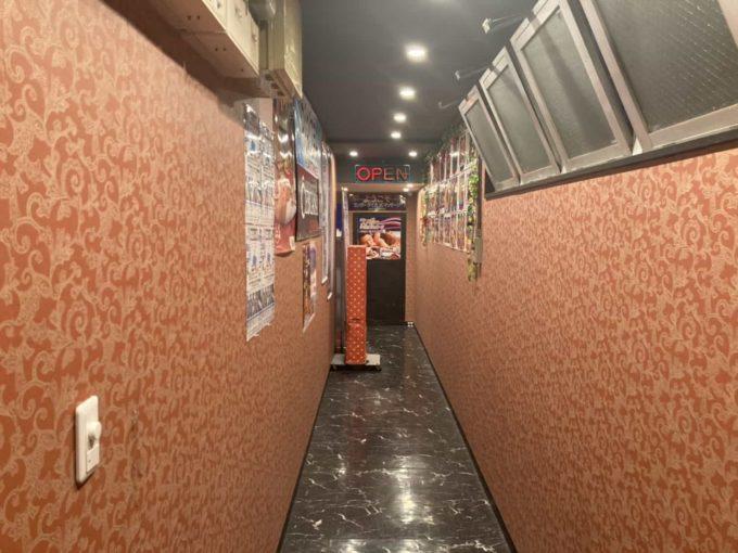 東京・小岩のフィリピンレストラン LUTONG PINOY(ルートンピノイ)通路