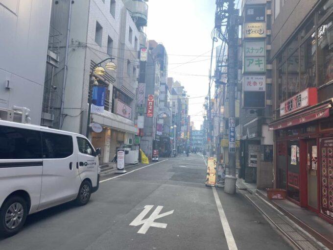 東京・池袋のフィリピン料理・レストラン アテン 路地
