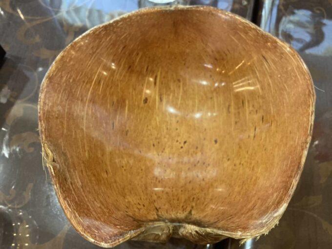 東京・六本木のフィリピン料理・レストラン ニューナナイズ ココナッツ製容器1