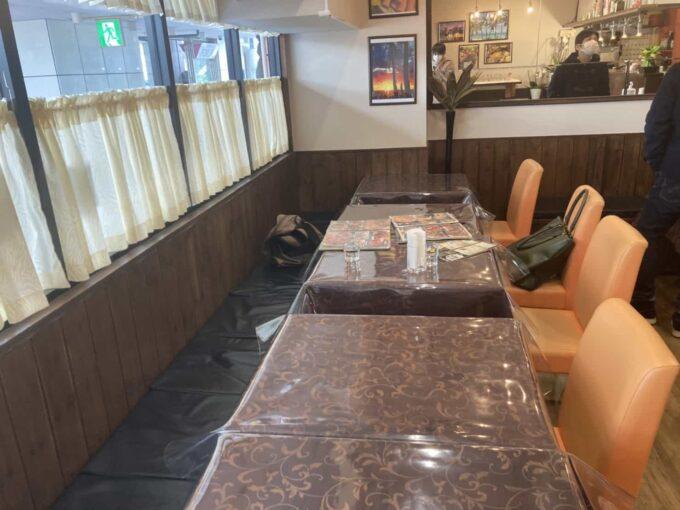 東京・六本木のフィリピン料理・レストラン ニューナナイズ 内装3