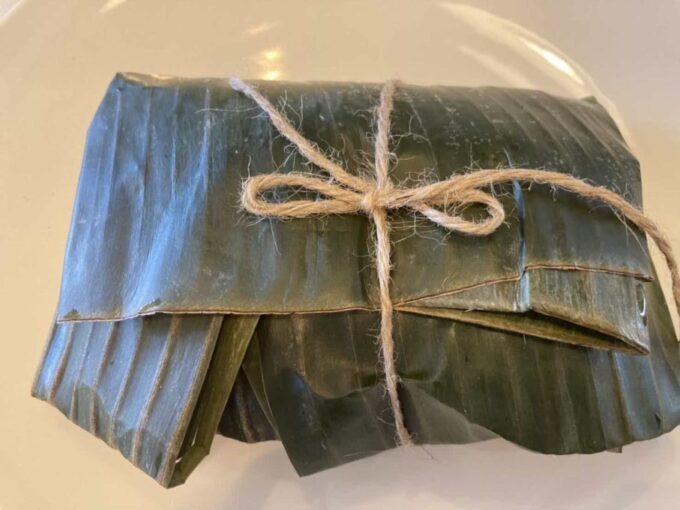 東京・立川のフィリピン料理・レストラン カマヤンズ アドボ葉包