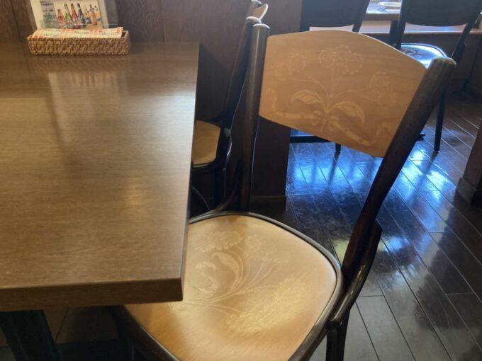東京・西荻窪のフィリピンレストラン ATE(アテ) 椅子