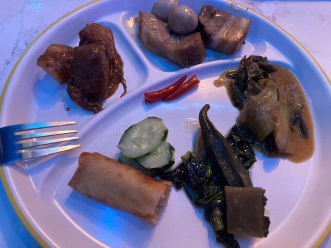 東京・蒲田のフィリピン料理・レストラン 食べ放題 シンディーズレストラン 盛り合わせ