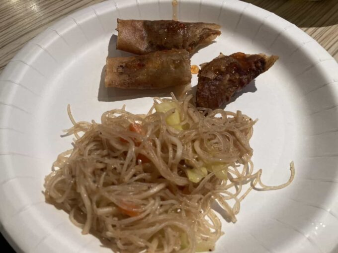 東京・錦糸町のフィリピン料理レストラン キッチンマニラ ルンぴあ・パンシット