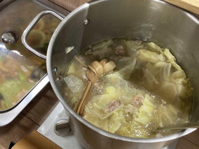東京・亀有のフィリピン料理・レストラン Salo Salo 食べ放題 スープ4