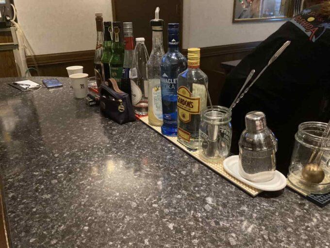 東京・高円寺のフィリピン料理レストラン フィリピン酒場YOSHIDA カウンター酒