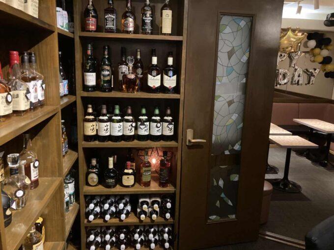 東京・高円寺のフィリピン料理レストラン フィリピン酒場YOSHIDA 酒棚2
