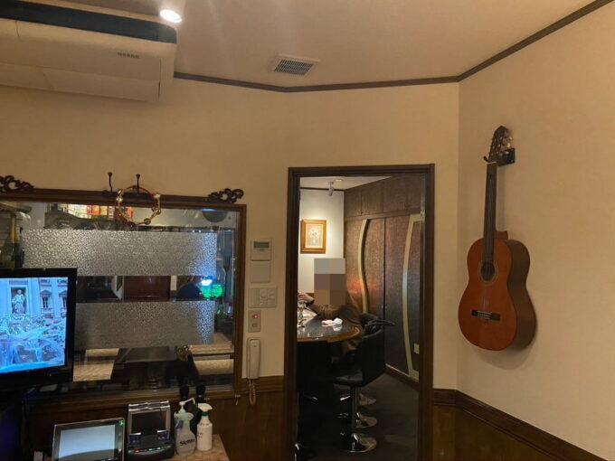 東京・高円寺のフィリピン料理レストラン フィリピン酒場YOSHIDA テーブル席2